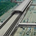 S11 รถไฟฟ้าสายสีม่วง ช่วงบางใหญ่ - บางซื่อ สถานีศูนย์ราชการนนทบุรี อยู่บนถนนรัตนาธิเบศร์ ใกล้กับสี่แยกแคราย บริเวณที่ว่าการอำเภอเมืองนนทบุรี
