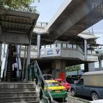 E14 สถานีรถไฟฟ้า BTS สถานีแบริ่ง บริเวณระหว่างปากทางถนนลาซาล กับซอยแบริ่ง