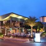 ร้านแชร์ ทาวน์อินทาวน์  เลียบทางด่วนรามอินทรา  ตรงข้ามบ้านต้นซุง  ร้านอาหาร และ ดนตรีสด Share House & Restaurant
